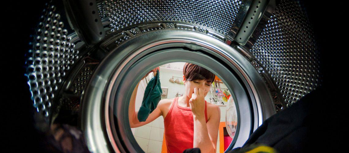 smelly-washing-machine_1110468413